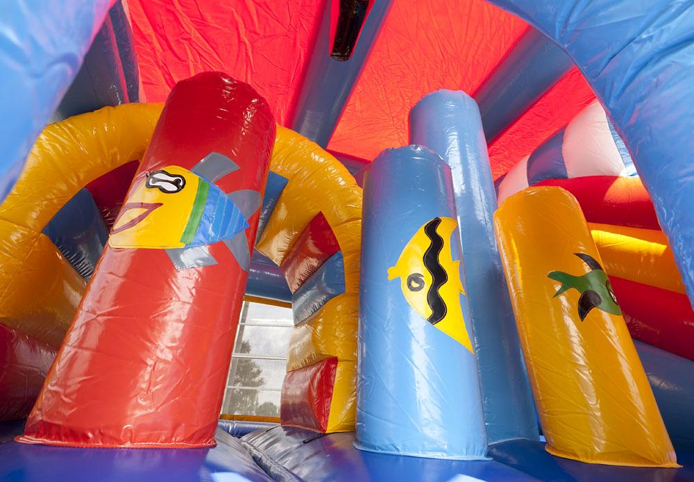 Multiplay Clownvis Springkasteel overdekt linker ingang